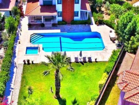 Muğla Dalyanda Satılık Yüzme Havuzlu 5+1 Lüks Villa